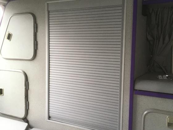 Kleiderschrank auf Rollosystem umgebaut